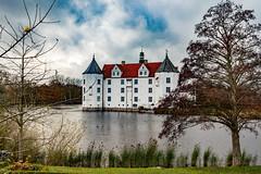 Schloss Glücksburg (Ronny Stiffel) Tags: schloss glücksburg castle water ostsee schlweswigholstein küste herbst