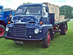 278 Bedford SLC Flatbed Truck (1954) (robertknight16) Tags: bedford british 1950s sseries truck lorry flatbed luton lyo775