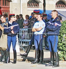 bootsservice 07 8355 (bootsservice) Tags: arme army uniforme uniformes uniform uniforms cavalerie cavalry cavalier cavaliers rider riders cheval chevaux horse horses bottes boots riding boots weston eperons spurs gants gloves gendarme gendarmerie militaire military garde rpublicaine paris fouet