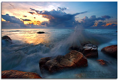 The Splash (Lim Su Seng) Tags: seascape sunrise canon malaysia slowshutter dri kuantan pahang nd8 canonefs1022 canon7d