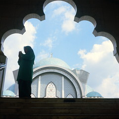 . (alemershad™) Tags: shadow 120 6x6 tlr film analog mediumformat kodak hijab mosque muslimah squareformat malaysia mf analogue manual kl yashica masjid twinlensreflex islamicart yashicamat124g filem iso160 masjidwilayah alem ektacolor160 freshfilm kodakektacolor wilayahpersekutuankualalumpur yashinon80mm vescan alemershad canonscan9000f