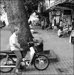 . (Out to Lunch) Tags: for waiting vietnam le saigon loi str earthasia