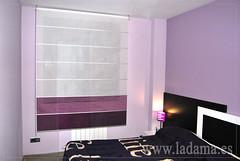 "Estor enrollable lila y morado en dormitorio moderno • <a style=""font-size:0.8em;"" href=""http://www.flickr.com/photos/67662386@N08/9194697126/"" target=""_blank"">View on Flickr</a>"