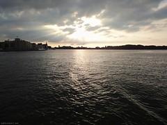 Avondzon achter de wolken bij Dordrecht op de rivier (ednl) Tags: city summer sun reflection water netherlands clouds river evening nederland wolken august veer zomer dordrecht pont avond zon stad augustus waterbus veerboot weerspiegeling reflectie rivier benedenmerwede stadsgezicht 2013 southhollandprovince provinciezuidholland