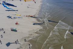 Berck Awakens (Wind Watcher) Tags: light red mer kite france ds levitation sur kap berck windwatcher