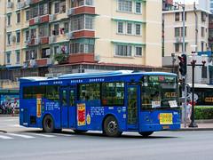 清凉一下/Cool It Down (KAMEERU) Tags: guangzhou bus public transportation hff6100gk63