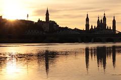 Ribera del Ebro en Zaragoza (feryan85) Tags: zaragoza 50mm sunset atardecer ebro pilar ro river puente aragn