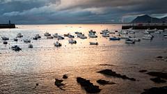 Reflejos (Carpetovetn) Tags: reflejo agua amanecer barcos costa cantbrico castrourdiales cantabria cielo d200 nikond200 landscape mar marcantbrico marina nikon35mmf18dx paisaje spain puerto espaa