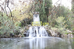 Waterfall (AlmaW8) Tags: efecto seda efectoseda water waterfall cascada saltodeagua parque park capricho autumn madrid spain photo photography photooftheday picture pictureoftheday fotografía foto fotodeldia canon canon1200
