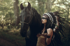 Buddy & Lucille (Fabien Petit) Tags: helios 402 biotar swirl horse model bokeh headdress feather native indienne coiffe plumes extrieur indian american cheval buddy lucille fabienpetit