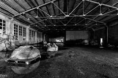 Pals (Perurena) Tags: nave fabrica factory pals mercancia sacos agua water reflejo reflection estructura abandono ruina decay escombros ventanas blancoynegro blackandwhite bw urbex urbaexplore