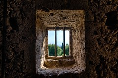 Isolement (Lionelcolomb) Tags: hdr canon france provence windows barreaux mur wall dynamique carré square