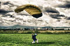 (Maidek) Tags: friends sunset portrait sky people italy sun bike sport skyline clouds canon skydiving landscape fun fly flying airport italia foto ride wind dragonfly para andrea aircraft extreme tunnel aeroporto persone pilatus cielo tuscany moto salto skydive exit toscana tortuga amici porter parachuting aereo motocycle arezzo riesgo adrenalina paracadutismo blueribbonwinner paracadute pc6 estremo eutelia goldenmix 52041 52100 canon400 platinumphoto aplusphoto skycloudssun diamondclassphotographer fzs1000 excapturemacro maidek maidek77 viciomaggio skydivetortuga maidecchi andreamaidecchi