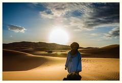 Guiding light ([P]hotogr[AV] (on/off)) Tags: light camp sunrise licht desert camel morocco berber nomad marokko woestijn ergchebbi zonsopkomst hassilabied meknèstafilalet nomadenkamp