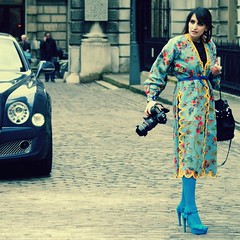 Fashionista AW13:  Peacock (gregjack!) Tags: street camera blue light people woman london fashion shoes fashionphotography somersethouse heels fashionista cobbles lfw londonfashionweek tunic peacockblue aw12