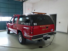 Beverly Hills FD B32 (Emergency_Vehicles) Tags: california ca 2 chevrolet station fire drive 1 la los angeles headquarters hills chevy beverly suv department beverley battalion rexford  hills angeles department beverly bhfd 031139