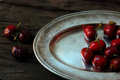 Cerezas (Yolanda Abad) Tags: cherry rojo strawberry fruta stillife fresas cerezas yolandaabad yabad54