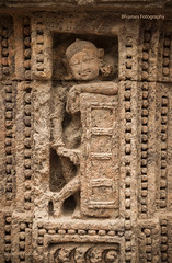 pose from the past (8Frames Fotography) Tags: india sculptures bhubaneshwar canonef50mmf18ii incredibleindia suntemplekonark canoneos7d odisha 8framesfotography