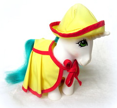 Gusty (the_alien_experience) Tags: red roses star little chief magic frankie pony scrumptious gusty wigwam pristina tunefull