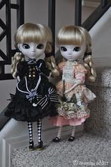 Twin Sisters (tiramisu_addict) Tags: toys twins doll lolita laci darci aliceandthepirates grooveinc pullipnella