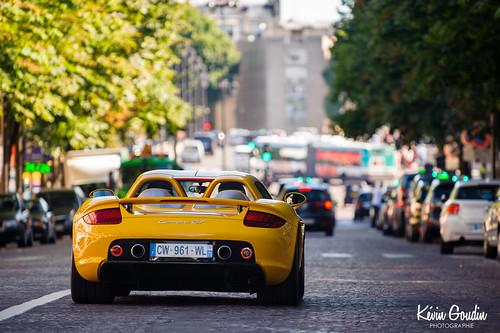 Yellow Porsche Carrera GT in Paris !