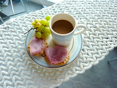 This morning breakfast (Julie70 Joyoflife) Tags: london home tasse caf breakfast raisins grapes jambon chezmoi 2013 petitdej photojuliekertesz