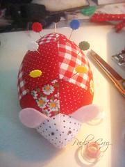 Alfineteiro Jhonny (Paula Cruz - Polymer Clay Artist) Tags: artesanato patchwork alfineteiro