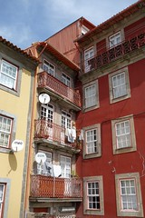 DSC04622 (nomiegirardet) Tags: porto portugal europe water douro bird goelan house old red sky river blue wine food wall tv azulejos faence