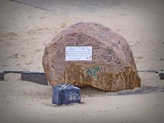 Love Rock (Mein Ruhrgebiet) Tags: loverock love rock stein geliebten texel tx noordzee nordsee noordholland holland nordholland texelleuchtturm leuchtturm hetgoudenboltje vvv liebe freundschaft ehe gemeinsam