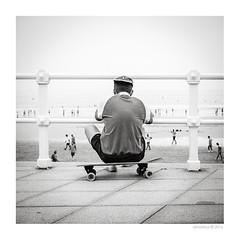 Da de playa... (mdafoto) Tags: gijn blancoynegro blackandwhite streetphoto x20 fujifilm