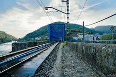 El Puente de Hierro (ivandabouza) Tags: puente rio mio sil ferrocarril tren agua cielo water blue vias train