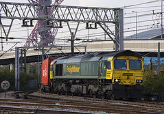 Cargo Train at Stratford (Patrick Dirden) Tags: freightliner freightlinergroup class66 class665 emd electromotivedivision electromotive gm generalmotors diesel locomotive engine rail railroad train freighttrain freight cargo cargotrain containertrain networkrail stratfordstation stratford london greaterlondon england unitedkingdom greatbritain europe