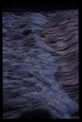 Welle1 (wdeck) Tags: wasser flus river dreisam freiburg water gischt fujivelvia50 minoltadynax9