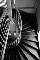 Jakobskirche (I) [EXPLORE 15-11-2016] (pix-4-2-day) Tags: jakobskirche treppe kirchturm church weimar stairs staircase treppen steps geländer banister schwarzweis pix42day stairway