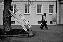 000109 (la_imagen) Tags: streetlife sw street streetandsituation strasenfotografieistkeinverbrechen bodensee schwarzweiss monochrome menschen strasenfotografieistkeinverbrechen lindau lindauimbodensee sokak bw blackandwhite siyahbeyaz  streetphotography people insan laimagen lakeconstanze lagodiconstanza lagodeconstanza