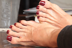 Pepper (IPMT) Tags: toenail sexy toes polish foot feet pedicure painted toenails pedi barefoot zoya barefeet pepper descalza brick red cream marsala shade peter som