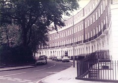 (sftrajan) Tags: inglaterra england london architecture arquitectura britain crescent bloomsbury londres housing angleterre 1983  architettura inghilterra architektura  londonboroughofcamden  develpoment