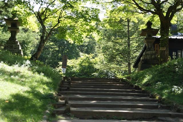 まずは階段を登っていくとお茶屋さんが出現。|富士山