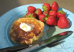 Pancakes and Strawberries for Breakfast! (elycefeliz) Tags: sunshine pancakes breakfast outdoors maple strawberries syrup gratitude
