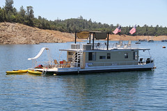 lake_oroville_june13 (10) (KrystianaBrzuza) Tags: summer lake rooftop houseboat americanflag slide flags deck boating canopy pontoon oroville onthewater lakeoroville