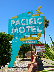 Pacific Motel, Stockton, CA (Robby Virus) Tags: california sign neon pacific free motel vacancy stockton hbo