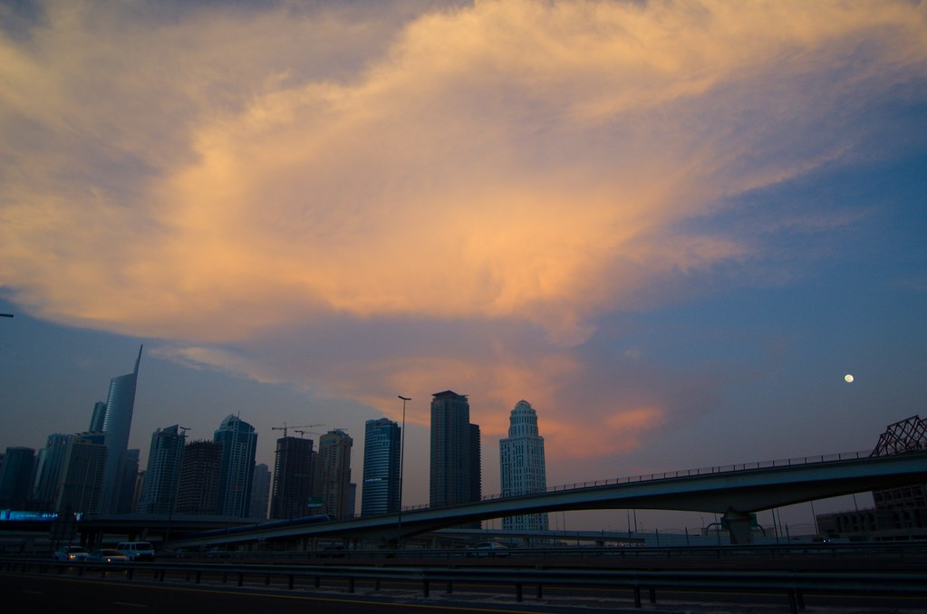 фото: Sheikh Zayed road sunset in a hurry