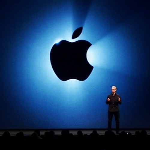 Hoy en vivo lanzamiento del nuevo iPhone. Sigue el evento ingresando a http://go.compudemano.com/en-vivo #cadadiamejor #iphone5s #iphone5c #mavericks #apple #iphone #keynote