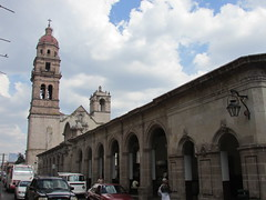 (sftrajan) Tags: plaza tower church architecture mexico arquitectura torre morelia iglesia belltower unescoworldheritagesite campanile michoacán baroque oldcity cantera centrohistórico colonialmexico ciudadvieja atrio baroquearchitecture patrimoniomundialdelahumanidad iglesiadesanagustín templodesanagustín capuchinchurch temployexconventodesanagustín churchofsanagustín eglisedesanagustín