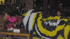 schrikken (JANKUIT) Tags: feest indonesia java jawa indonesië selamat chinees kalibaru datang dineren