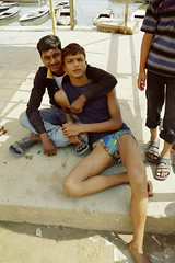 Varanasi by the ghats - U05-04.2006.red (Niels R.) Tags: langot langota varanasi benares boy