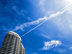 SKY 2016 09: Hello, Blue Day (ongushi) Tags: sky landscape street nature blue sunshine urban thailand building natural bangkok smoke memory sunny cloud space photography exploration wide olympus leica angle panasonic finder 15mm photo day mirroless sunshineday ongushi ongie
