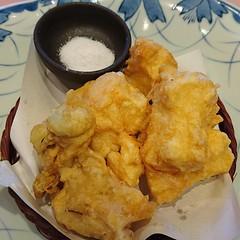 湯葉の天ぷら@茶屋亜希子 ちょっと珍しい湯葉の天ぷら。ぱうだー状のお塩でシンプルに♪