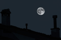 MOON (zozoros) Tags: moon luna tetto roof roofs night notte