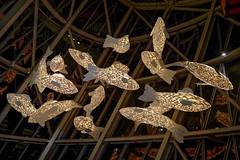 Paris - Fondation Vuitton - Lustre du restaurant. (Gilles Daligand) Tags: paris fondation louisvuitton restaurant lustre mobiles poisons leica q
